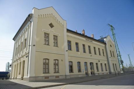 MÁV karcagi vasútállomás felvételi és kiszolgáló épülete