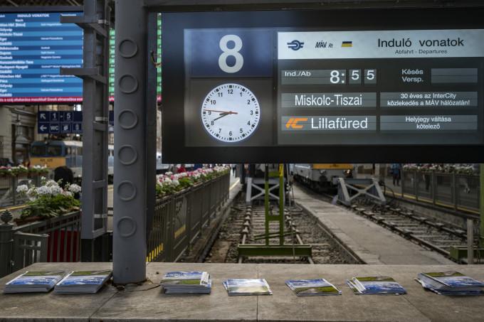 Indulás a Keleti pályaudvarról Miskolcra